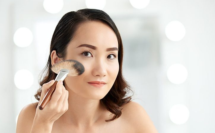 Ce machiaj de zi pot folosi femeile cu ochi caprui?